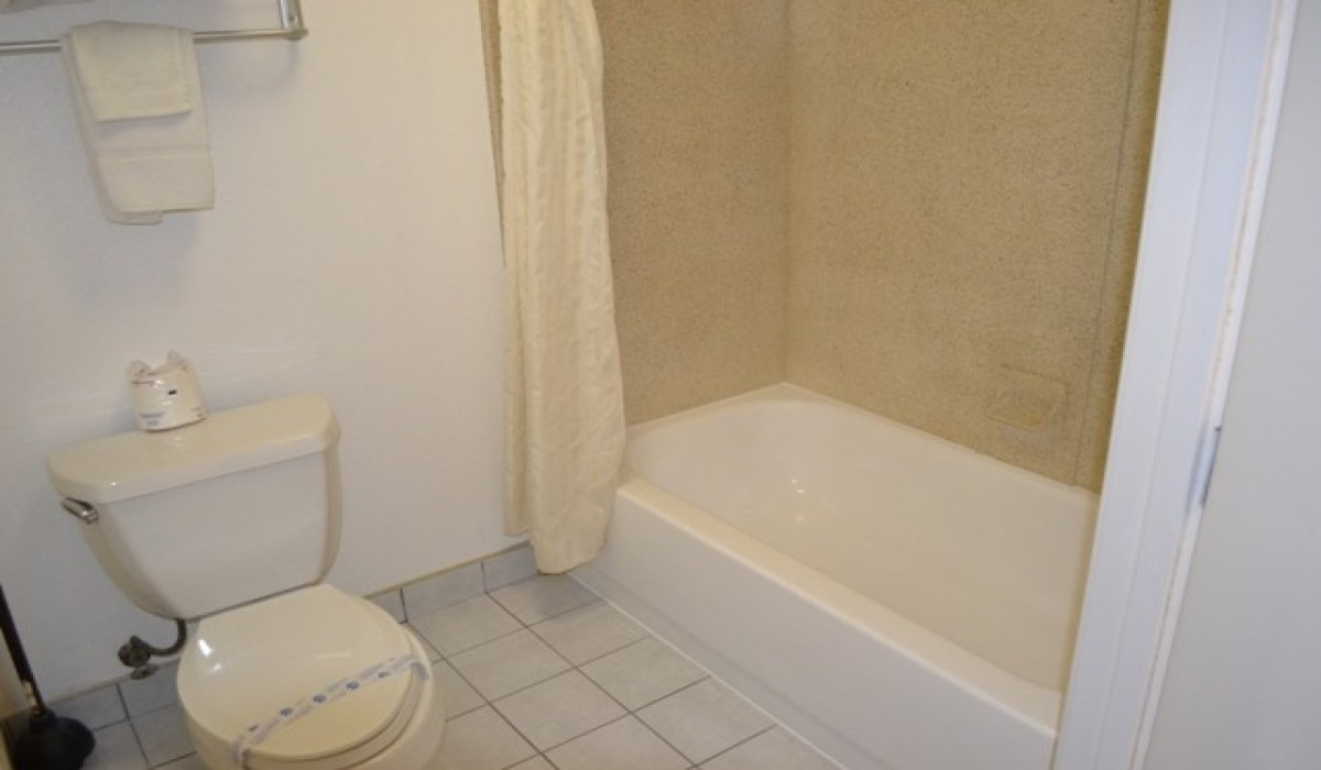 VanNess Inn  - Clean Updated Bathrooms